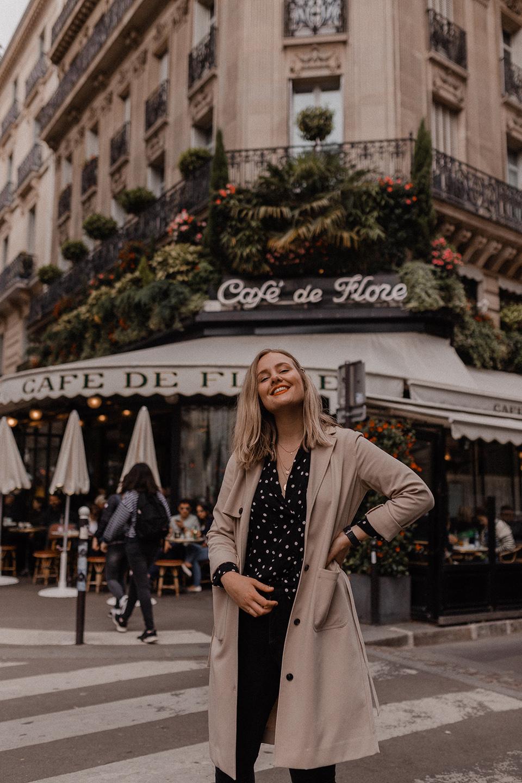 Blogger Sarah Witpeerd in front of Café de Flore in Paris