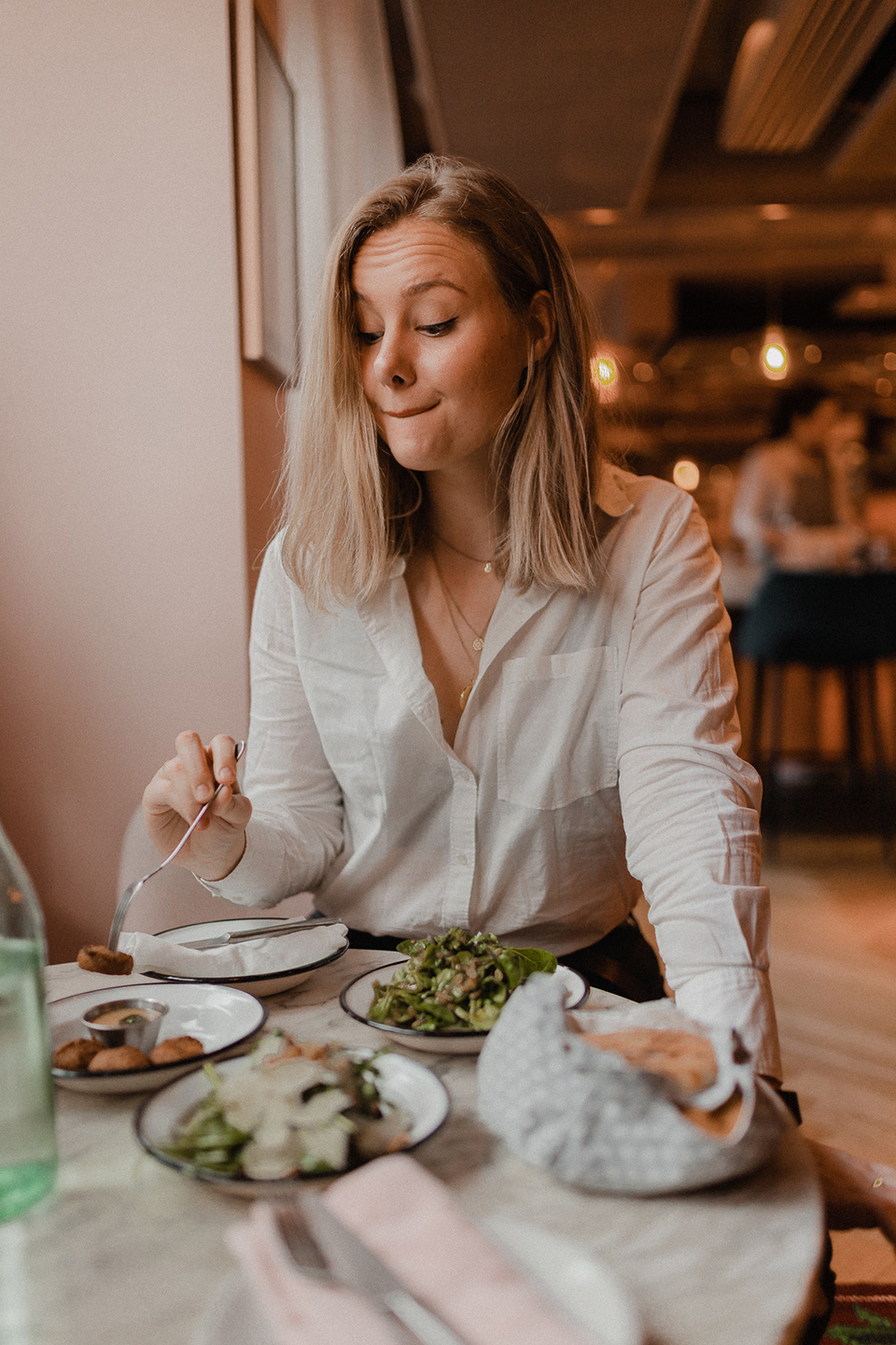 blogger Sarah Witpeerd at the neni restaurant in paris