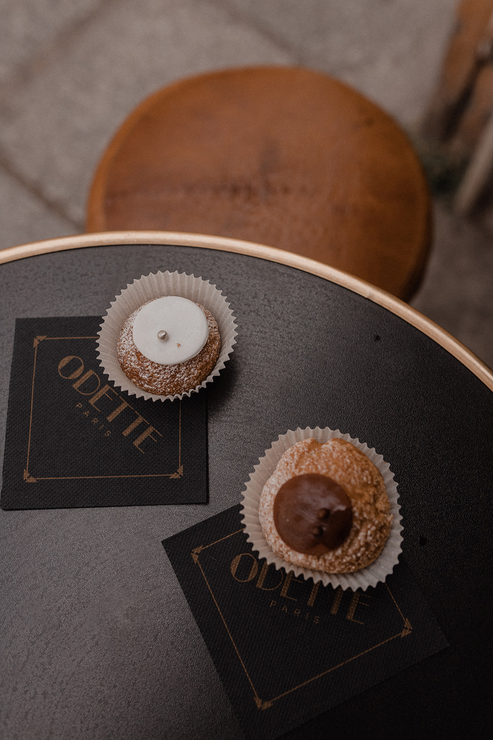 Chocolate and vanille cream puffs from Odette Paris