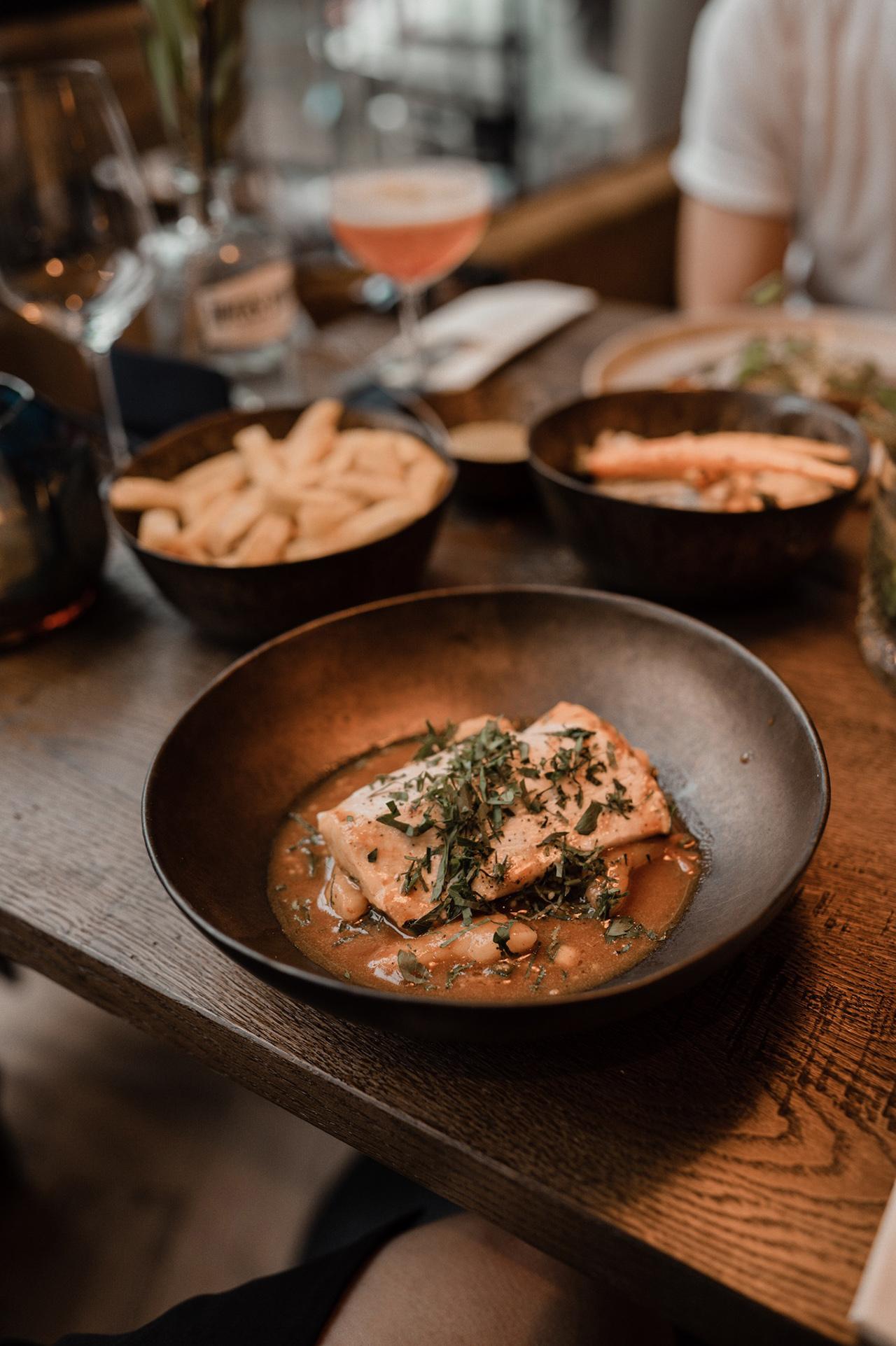 noon-maastricht-interior-restaurant-fish-maincourse