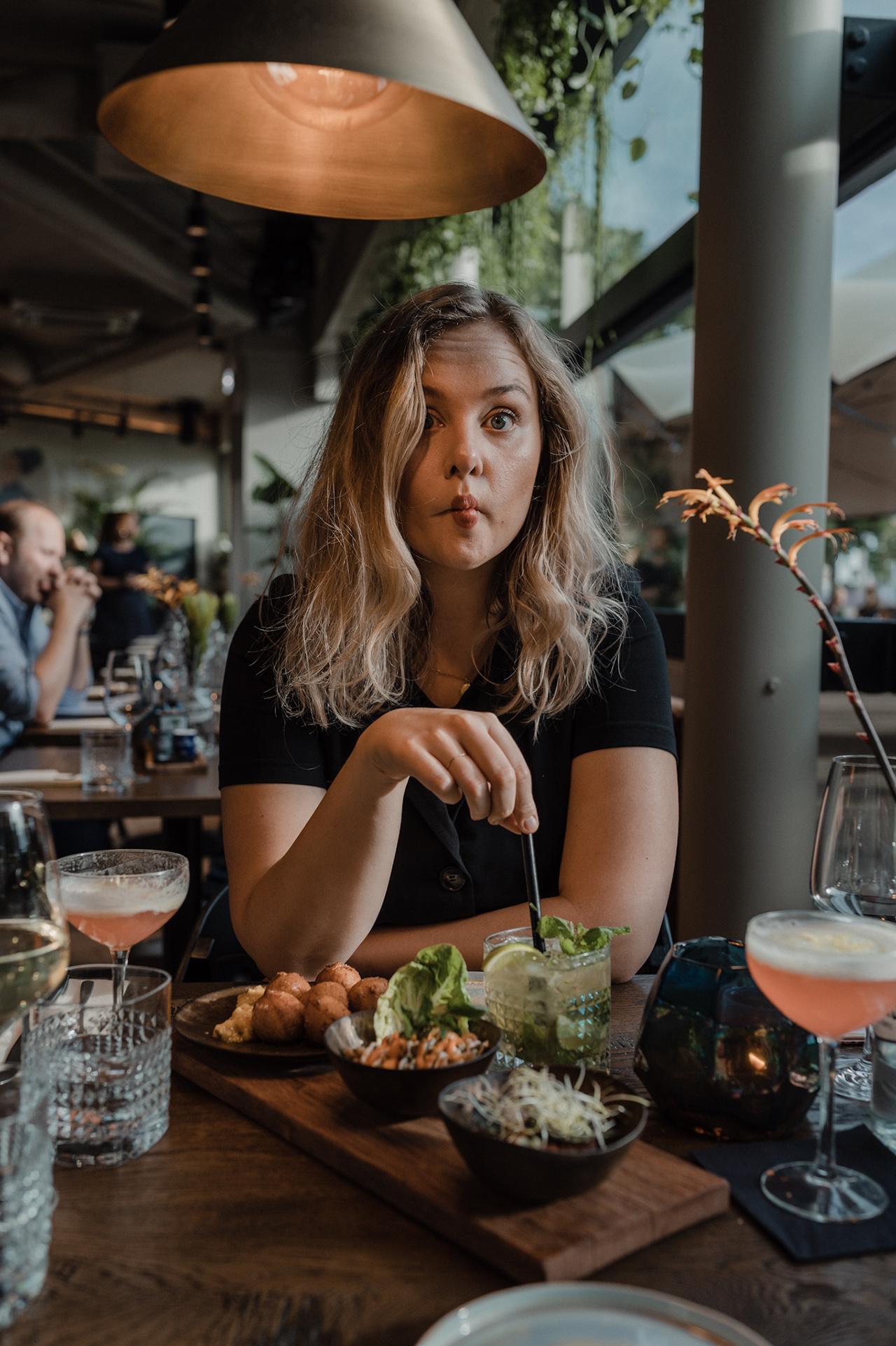 noon-maastricht-interior-restaurant-sarahwitpeerd-eating