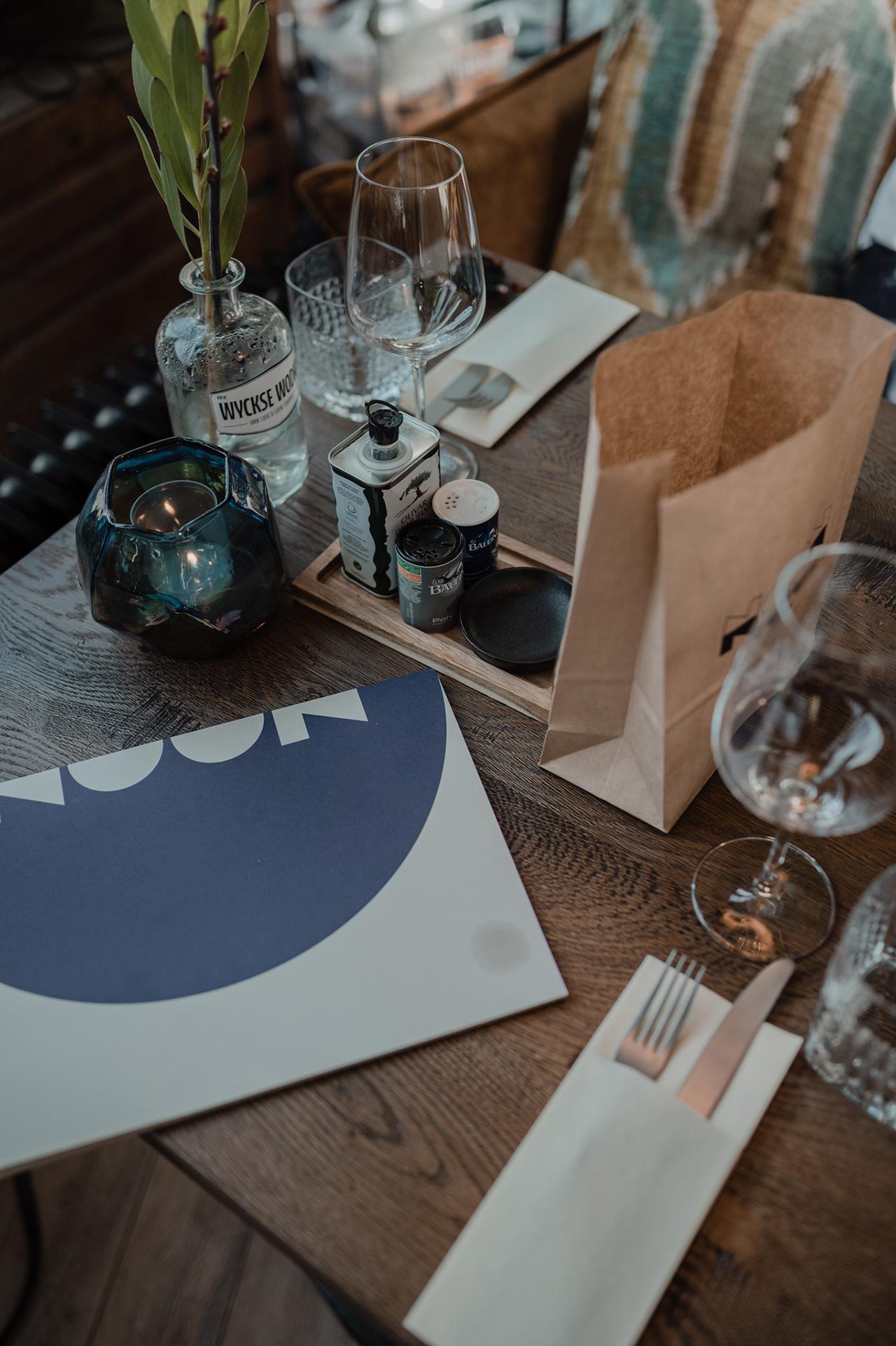 noon-maastricht-interior-restaurant-table